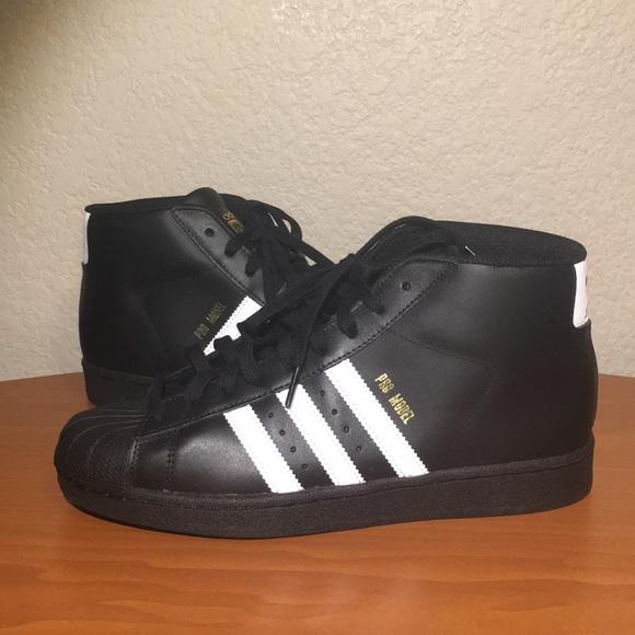 Adidas zapatos hombre  original modelo Pro negro y oro poshmark